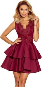Czerwona sukienka NUMOCO bez rękawów rozkloszowana z dekoltem w kształcie litery v