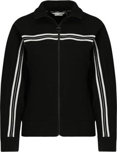 Bluza DKNY w młodzieżowym stylu krótka