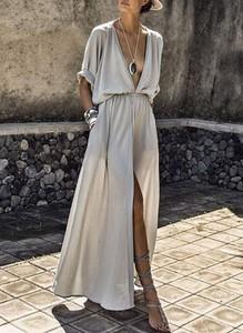 Sukienka Sandbella z satyny z długim rękawem z dekoltem w kształcie litery v
