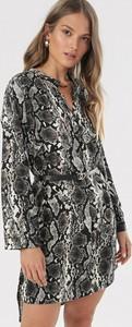 Czarna sukienka born2be mini z długim rękawem z dekoltem w kształcie litery v