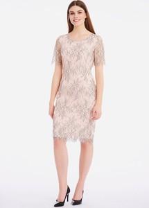 Różowa sukienka Lavard z tkaniny z krótkim rękawem