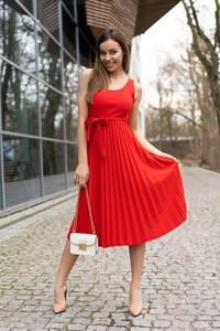Czerwona sukienka MERRIBEL midi z tkaniny