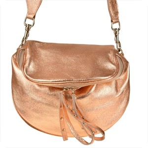 Złota torebka Vera Pelle średnia na ramię ze skóry
