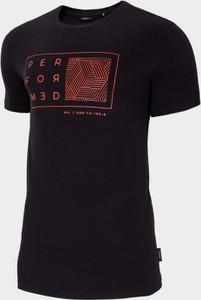 T-shirt Outhorn w młodzieżowym stylu z nadrukiem z krótkim rękawem