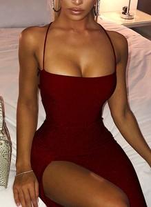 Czerwona sukienka Sandbella midi z długim rękawem