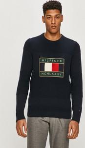 Sweter Tommy Hilfiger w młodzieżowym stylu z dzianiny