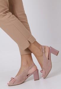 Sandały Sergio Leone z klamrami na obcasie