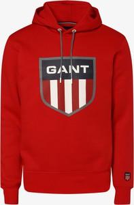 Czerwona bluza Gant w młodzieżowym stylu