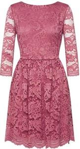 Różowa sukienka Vero Moda mini z długim rękawem rozkloszowana