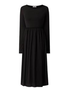 Czarna sukienka EDITED midi z długim rękawem z okrągłym dekoltem