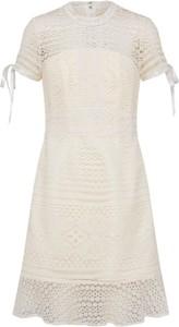 Sukienka Chi Chi London z krótkim rękawem na sylwestra
