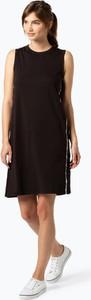Czarna sukienka Levis z okrągłym dekoltem