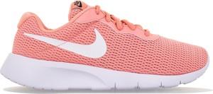 Różowe buty sportowe Nike sznurowane roshe z płaską podeszwą