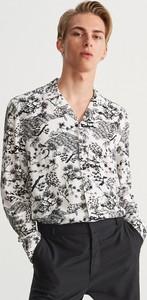 Koszula Reserved z klasycznym kołnierzykiem w młodzieżowym stylu