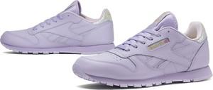 Różowe buty sportowe Reebok w sportowym stylu