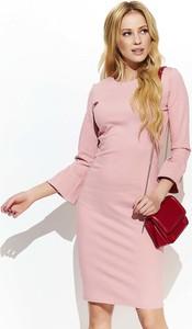 Różowa sukienka Makadamia z okrągłym dekoltem dopasowana mini