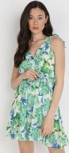 Zielona sukienka born2be z dekoltem w kształcie litery v mini bez rękawów