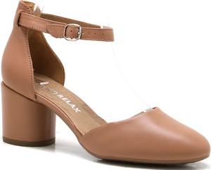 Brązowe sandały Ryłko na obcasie ze skóry z klamrami