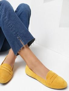 Żółte półbuty born2be z płaską podeszwą w stylu casual