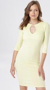 Żółta sukienka born2be mini dopasowana w stylu casual