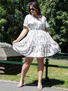 Sukienka KARKO z tkaniny z krótkim rękawem dla puszystych