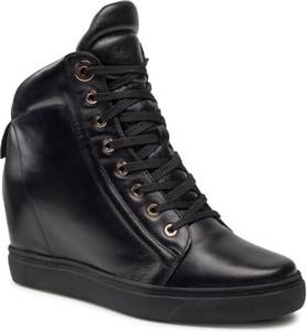 Czarne buty sportowe Badura ze skóry na koturnie
