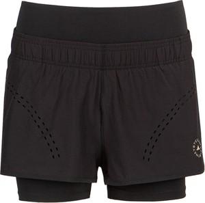 Czarne szorty Adidas w młodzieżowym stylu