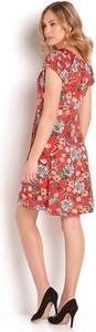 Czerwona sukienka Happy Holly w stylu casual z krótkim rękawem