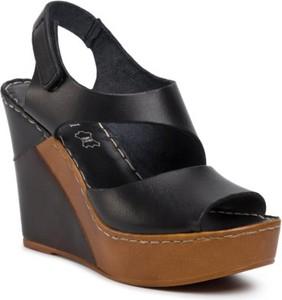 Sandały Lasocki w stylu casual na koturnie na wysokim obcasie