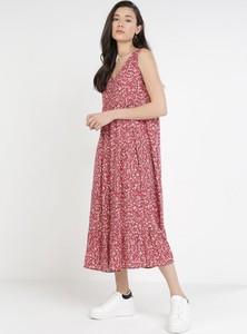 Czerwona sukienka born2be z dekoltem w kształcie litery v na ramiączkach