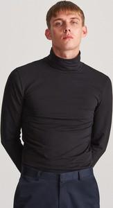Czarna koszulka z długim rękawem Reserved z długim rękawem