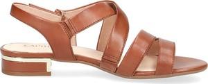 Sandały Caprice z płaską podeszwą z klamrami