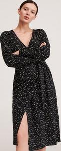 Czarna sukienka Reserved z dekoltem w kształcie litery v midi