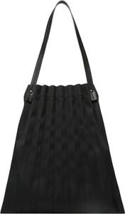 Czarna torebka Mae & Ivy na ramię w wakacyjnym stylu