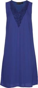 Niebieska sukienka bonprix bpc selection z dekoltem w kształcie litery v midi bez rękawów
