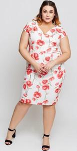 Sukienka Grandio midi z dekoltem w kształcie litery v z krótkim rękawem