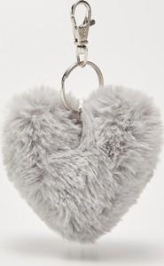 House - Puszysty brelok w kształcie serca - Jasny szar