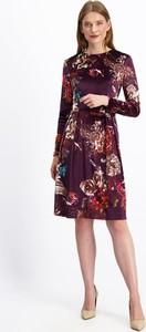 Sukienka Lavard z długim rękawem z tkaniny