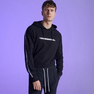 0d296b0ae7 Czarna bluza Cropp w młodzieżowym stylu