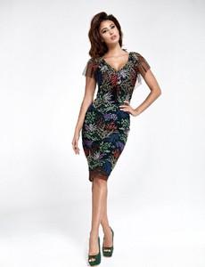 Sukienka Marselini midi z dekoltem w kształcie litery v dopasowana