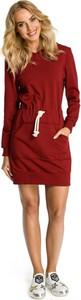Czerwona sukienka MOE z okrągłym dekoltem