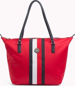 Czerwona torebka Tommy Hilfiger w stylu glamour