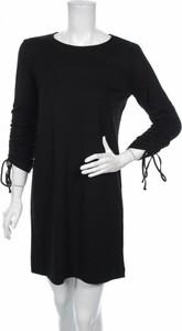 Czarna sukienka Q/s By S.oliver w stylu casual z okrągłym dekoltem