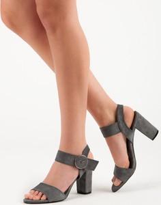 Sandały Czasnabuty z klamrami na średnim obcasie