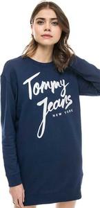 Granatowa sukienka Tommy Jeans oversize z okrągłym dekoltem z długim rękawem