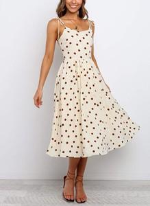Sukienka Cikelly na ramiączkach midi z okrągłym dekoltem