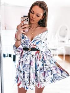Sukienka magmac.pl z długim rękawem z dekoltem w kształcie litery v