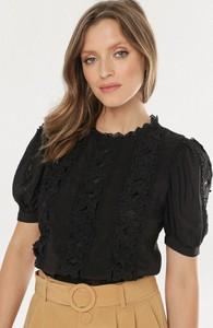 Czarna bluzka born2be w stylu casual z krótkim rękawem