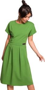 Zielona sukienka BeWear z krótkim rękawem z okrągłym dekoltem midi