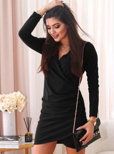 Czarna sukienka Pakuten z długim rękawem z bawełny z dekoltem w kształcie litery v
